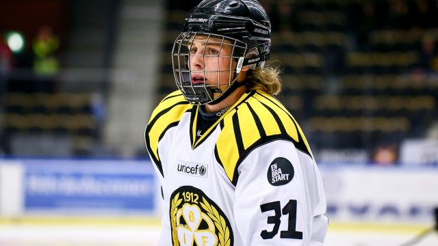 141211 BrynŠs Lucas Carlsson under ishockeymatchen i SHL mellan SkellefteŒ och BrynŠs den 11 december 2014 i SkellefteŒ. Foto: OLA WESTERBERG / BILDBYRN / Cop 117