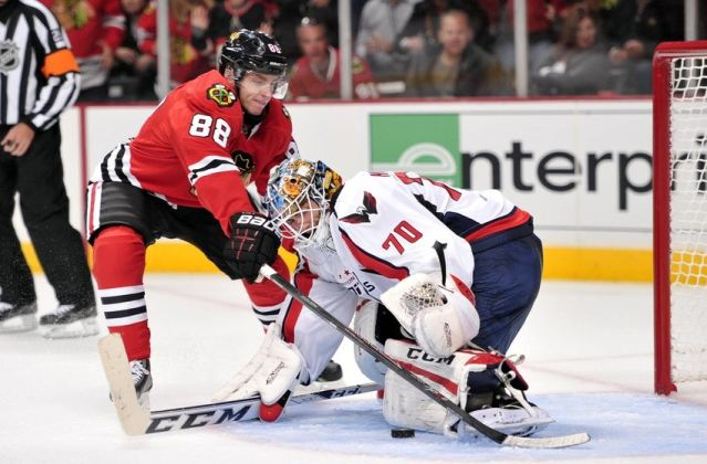 braden-holtby-patrick-kane-nhl-washington-capitals-chicago-blackhawks-850x560