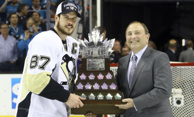 sidney-crosby-accepted-the-conn-smythe-trophy-bruce-bennett-associated-press
