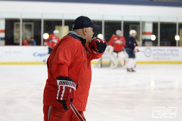 barry-trotz-caps-practice.jpg
