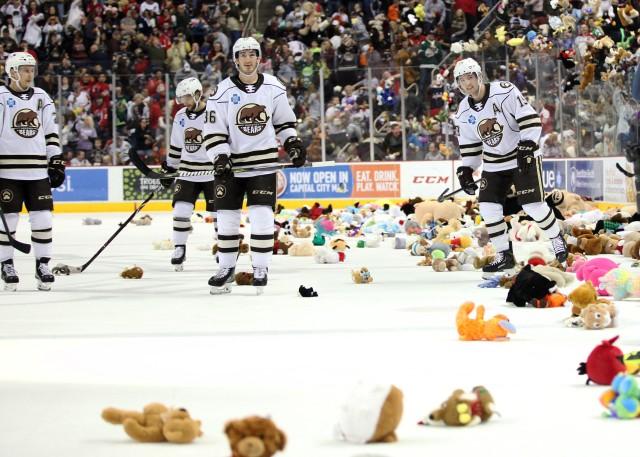 Hershey Bears Break Teddy Bear Toss World Record Photos Nova Caps